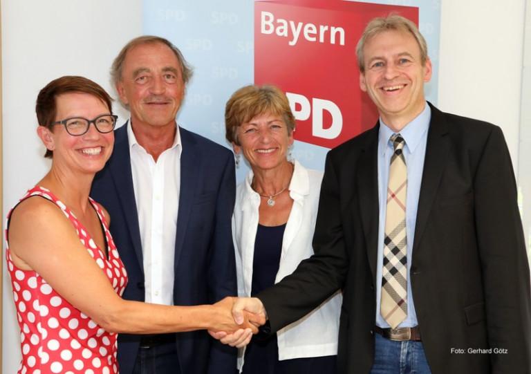 """Karin Frankerl (von links) kandidiert für die Wahl zur Oberbürgermeisterin in Schwandorf. Franz Schindler, Ulrike Roidl und Manfred Schüller sind überzeugt: """"Sie kann das."""""""